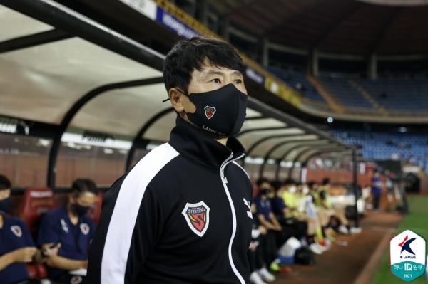 김기동 감독은 매년 주축 선수들을 다른 구단에 내주고도 좋은 성적을 유지하고 있다. [사진=한국프로축구연맹 제공]