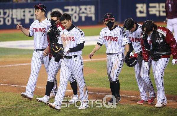 [포토Q] LG 트윈스 '키움전, 극적으로 5-5 무승부'